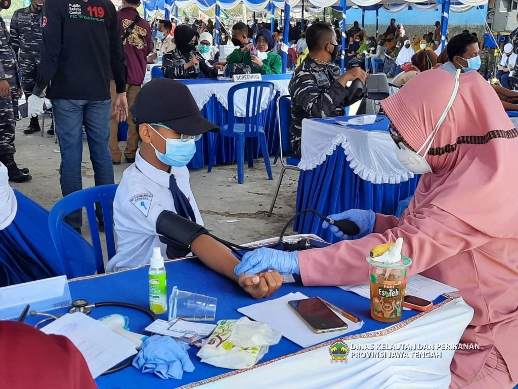 TNI AL MELAKSANAKAN SERBUAN VAKSINASI MARITIM DI REMBANG